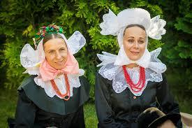 Zdjęcie dwóch kobiet w strojach biskupiańskich: Darii Andrzejewskiej, Magdaleny Wojciechowskiej